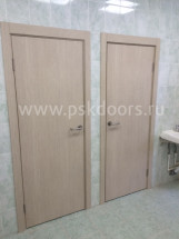 Завершена установка дверей в детском саду на Чудновского 3